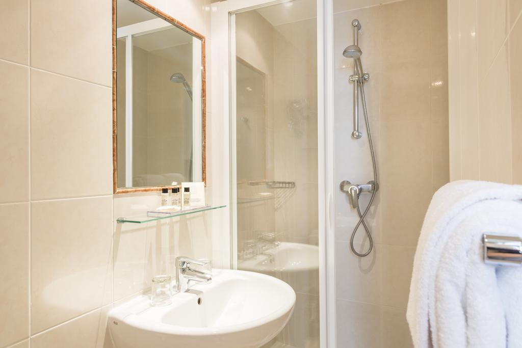 salle de douche - hôtel acacias étoile